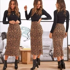 Dresses & Skirts - NOW AVAILABLE🎉 Leopard Long Stretchy Casual Skirt